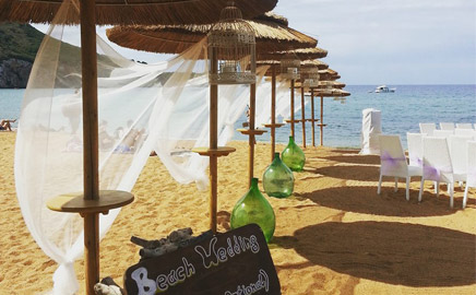 Make your wedding day an unforgettable day! Get married on the beach of Campese.